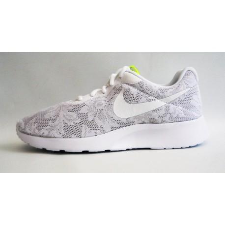Compra NIKE WMNS TANJUN ENG sneakers donna calzature salimbene